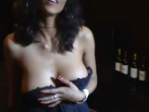 Indian Model Exposing Her hot Boobs